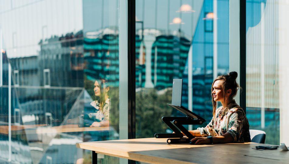 Lucratul in picioare la birou sau ergonomia spatiului de lucru